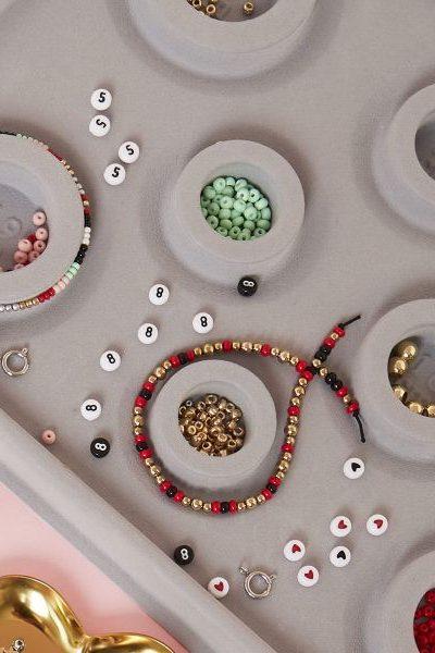 Met deze tools en onderdelen maak je je eigen gemaakte sieraden